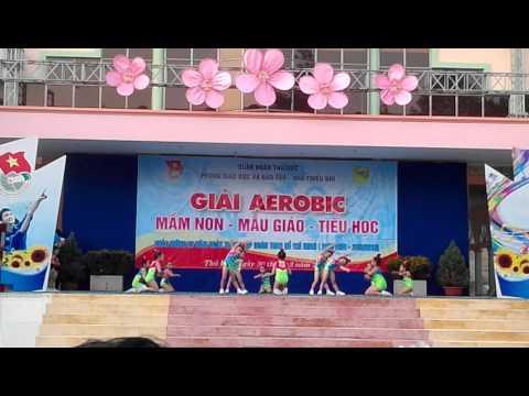 Suri - thi múa aerobic