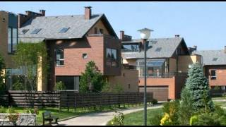 Сборные дома из сэндвич-панелей(сюжет об особенностях строительства домов из панелей высокой заводской готовности на основе деревянного..., 2012-10-01T17:07:57.000Z)