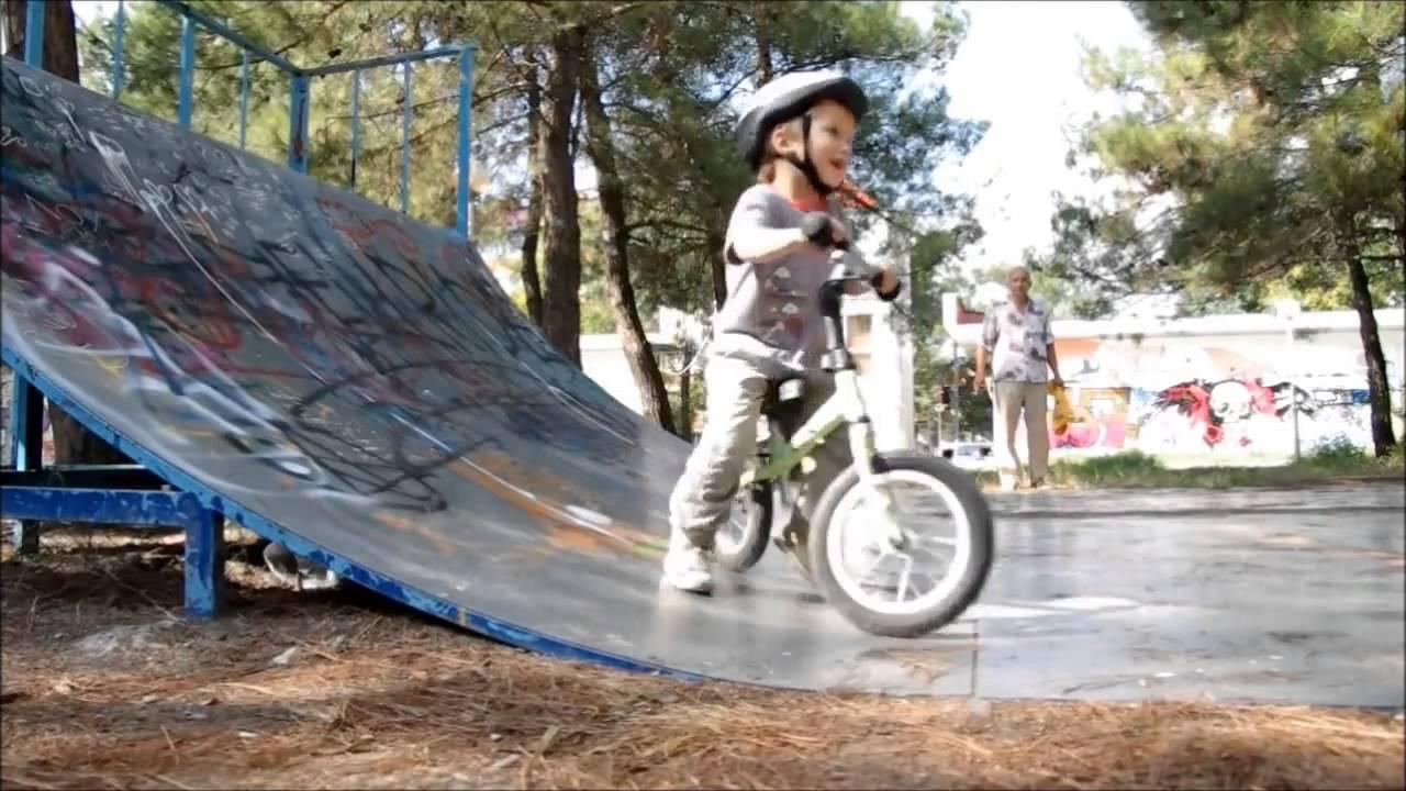 В каталоге чешской компании yedoo представлен ряд беговелов для детей возрастом от 1,5-2 лет. Это комфортный, безопасный и легкий транспорт, который позволяет в игровой форме подготовить малыша к полноценному велосипеду.