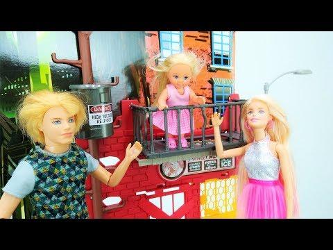 Video e giochi per bambini in italiano con le bambole Barbi
