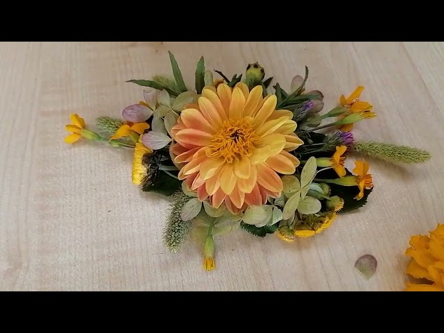 Floristikas studija - rudens ziedu rota