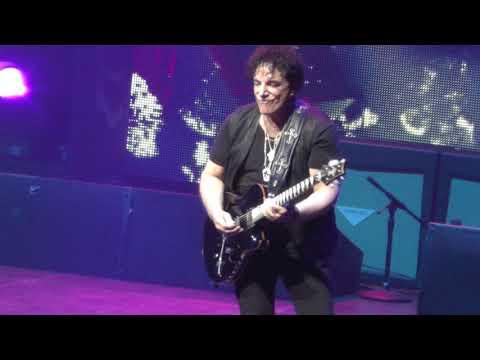 Journey 5/21/18 - 16: Don't Stop Believin' - Hartford, CT - Tour Opener