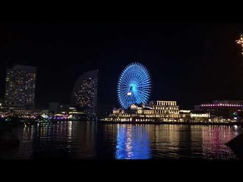 Dando uma volta em Yokohama de noite e no Porto  tinha um cruzeiro enorme parado