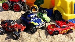 Мультики про МАШИНКИ Гонки по песку - Молния Маквин и Крутые машинки для детей по бездорожью CARS 3