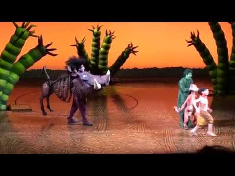 El Rey León el musical Madrid. Escena Hakuna Matata