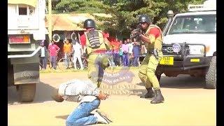 TAHARUKI MAJAMBAZI WAKIRUSHIANA RISASI NA POLISI, WANANCHI WAZIMIA