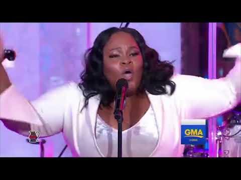Tasha Cobbs Leonard Performs