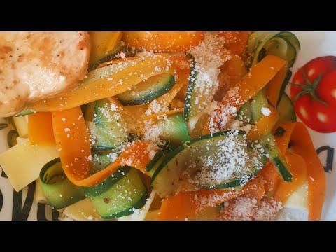 tagliatelles-de-courgettes.-tagliatelles-de-carottes.-repas-sain-et-rapide.-idéal-pour-les-enfants