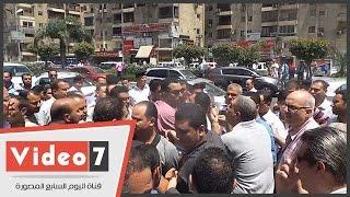 """بالفيديو.. مشادات بين موظفى الجامعة العمالية بسبب أولوية """"الهتاف"""""""