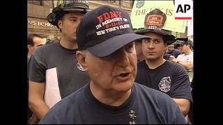 New York police and firefighters demand better pay
