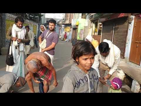 Пран Кришна Дас Бабаджи, 24.11.2019.Гуруджи обучает Враджабаси младенца дандаватам