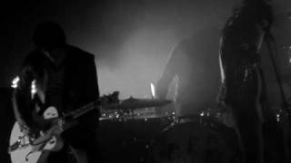 the dead weather 60 feet tall