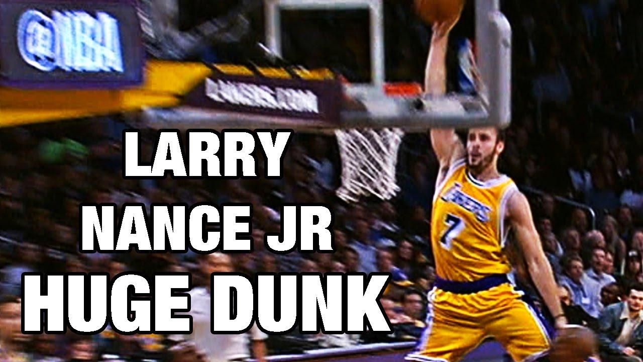 sports shoes 198d6 c2fa5 Larry Nance Jr HUGE Dunk Down The Lane Against Golden State!