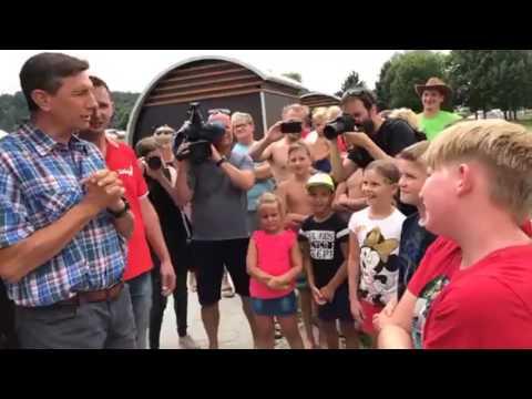 Predsednik države Borut Pahor na Velenjski plaži prodajal sladoled