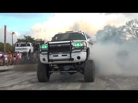DuraMax Diesel FIGHTS Two PowerStrokes on the Pull Pad.
