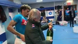 VIDEO SSCN - Napoli, brindisi nello spogliatoio con De Laurentiis e mister Ancelotti