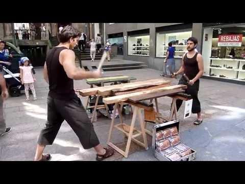 Txalaparta, música con troncos