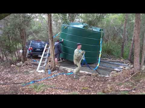Two men move a 22 thousand litre water tank!