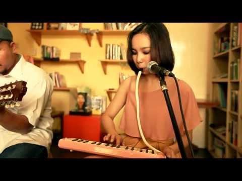 Apsy Suryodibroto & Dwi Kartika Y. (Nada Fiksi) - Moon River (cover)