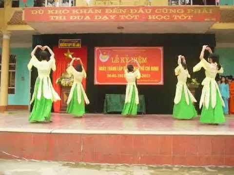 Múa Dáng Việt - THPT Mê Linh 26-3.flv