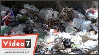 """ولا حياة لمن تنادى.. لافتة تحذر من إلقاء القمامة بالشارع.. و""""الزبالة"""" مستمرة"""
