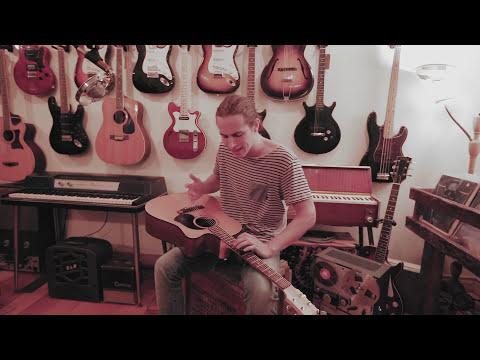 Riley Pearce - Circles (Live at Valiant Music Store)