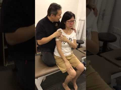 Severe Frozen Shoulder by Tit Tar Bone Setting Master Chris Leong in KL  part 1 铁打华佗医五十肩
