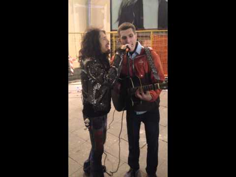 Aerosmith Steven Tyler sang with the street musician - Moscow 04.09.2015