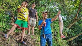 Pescando En un Río Muy Hermoso Con Pepesca Viva