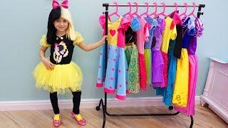 София собирается на праздник Принцесс и показывает свои наряды