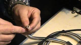 Ремонт душевого шланга  часть 1.(Душевой шланг подтекает из под металлической оболочки.Здесь показывается и рассказывается как отремонтир..., 2012-12-20T15:31:30.000Z)