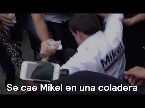 Mikel Arriola cae a una coladera - En Punto con Denise Maerker
