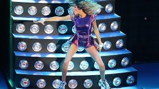Violetta live Roma 2015(Violetta live Roma 07 febbraio 2015 Violetta» sbarca a Roma e manda in delirio i fan soprattutto quando, nel finale, la sua commozione sfocia in un pianto ..., 2015-02-12T11:57:03.000Z)