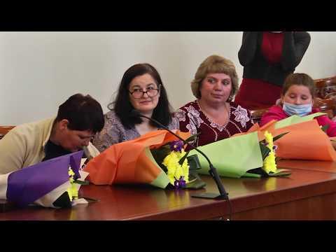 Чернігівська ОДА: У Чернігівській ОДА жінкам урочисто вручили відзнаки