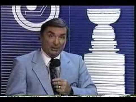 Lionel Duval reçoit les commentaires après la coupe Stanley 71