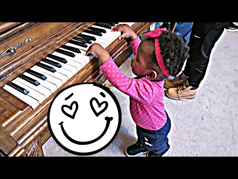 LEARNING TO PLAY PIANO! 😍😍😍😍