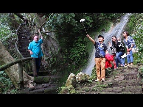 Selfie Mania at Yangmingshan National Park, Taipei, Taiwan