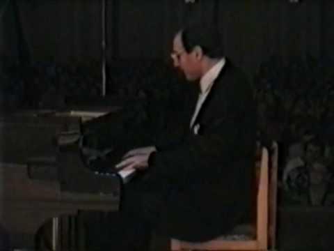 Igor Kamenz plays Schumann arr.  Liszt, Widmung