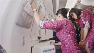 Pramugari Cantik Lion Air Saat Membuka Pintu Pesawat Airbus A330-900 Neo