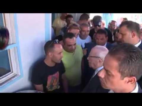 Béji Caid Essebsi partage un café avec les jeunes de Radès