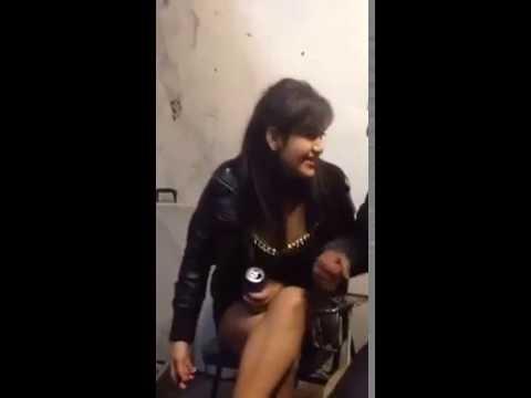 Khi con gái say rượu không kiềm chế được bản thân