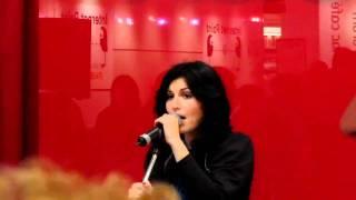 Giusy Ferreri - Stai Fermo Lì (Live @ Fnac Rome) 03/03/2011