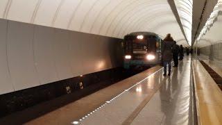Номерной прибывает на станцию Достоевская