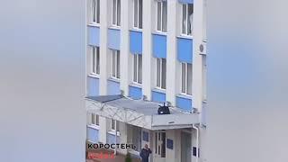 З вікна Коростенської міськради викинули крісло