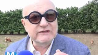 Jean-Pierre Coffe visite des poulets Loué.m4v