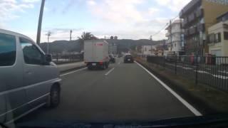 国道135号 静岡県伊東市135号線で蛇行運転する伊豆ナンバー車