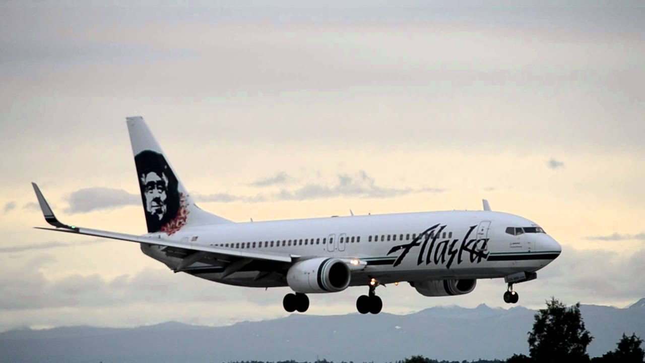 Alaska Airlines Boeing 737 800 Quot Hawaiian Lei Tail N535as Lands In Anchorage Youtube