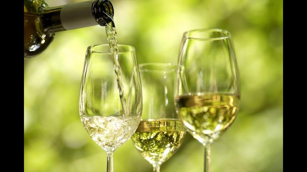 22 июл 2014. Сухие вина пить было вовсе невозможно, а полусладкие — ещё кое-как, ведь сахар заглушал недостатки вина. Сейчас в категории полусладких. Самый распространённый миф, что белое вино подходит только к рыбе, а красное — исключительно к мясу. Это ошибка, которая невероятно.