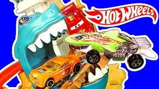 Hot Wheels Sharkport Showdown Color Shifters Shark & Dinosaur Attack