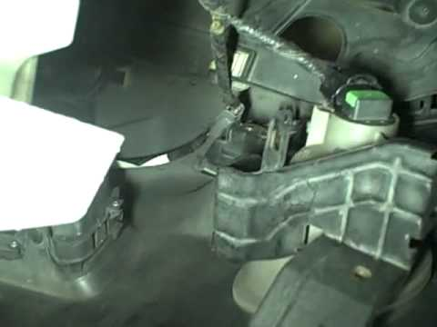 Replace HID Light In Acura RLmp YouTube - 2006 acura rl headlight replacement